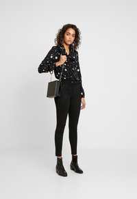 Oasis - STAR - Bluse - black and white - 1