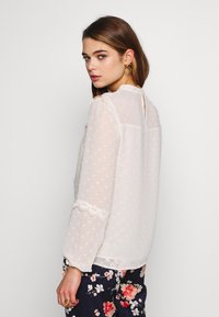 Oasis - DOBBY LACE TRIM SLEEVE TOP - Blouse - off-white - 2
