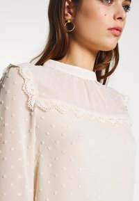 Oasis - DOBBY LACE TRIM SLEEVE TOP - Blouse - off-white - 5