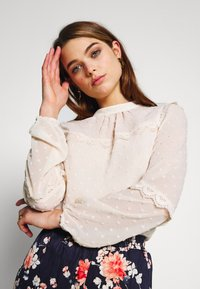 Oasis - DOBBY LACE TRIM SLEEVE TOP - Blouse - off-white - 3