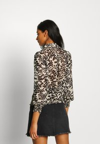 Oasis - SMUDGE FLORAL  - Camisa - black and white - 2