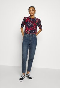 Oasis - FLORAL RUCHED SLEEVE TEE - Blouse - blue - 1
