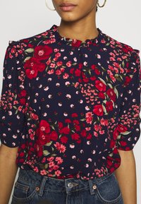 Oasis - FLORAL RUCHED SLEEVE TEE - Blouse - blue - 4