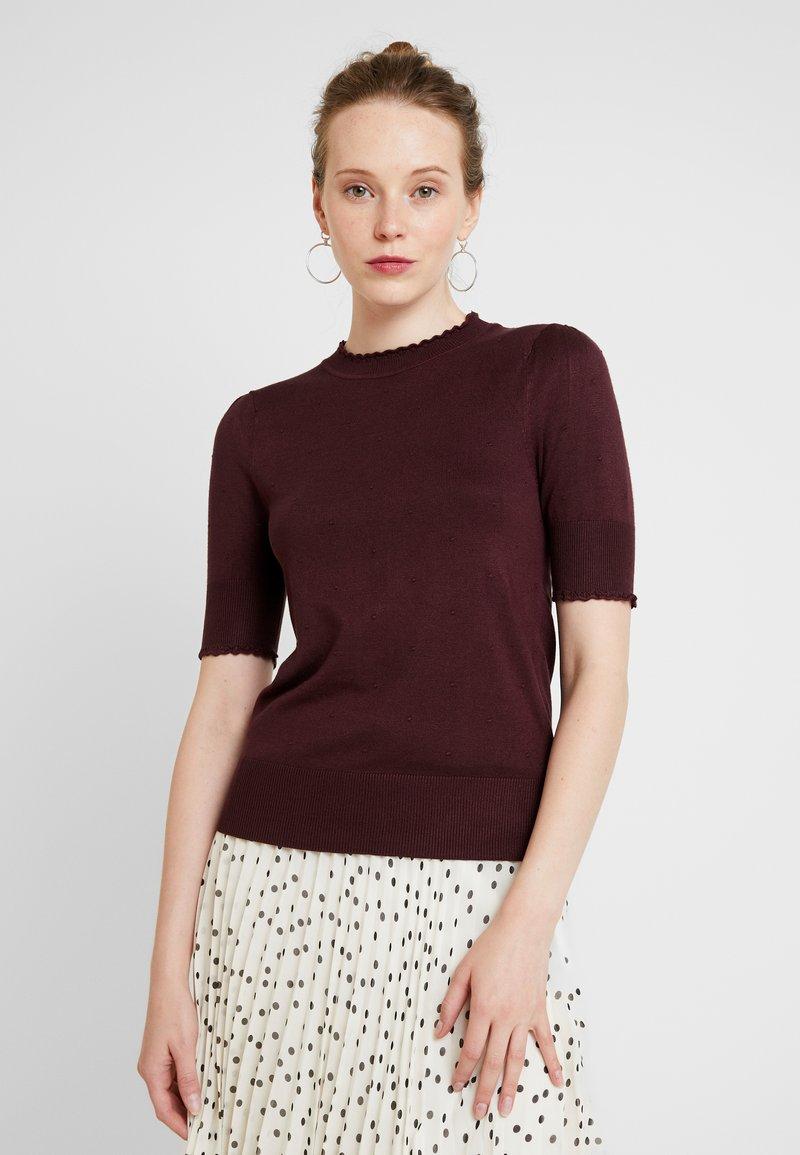 Oasis - PIPPA POINTELLE MINI SCALLOP - Print T-shirt - berry