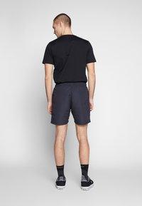 Oakley - TARTAN LOGO - Shorts - blackout - 2