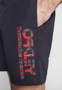 Oakley - TARTAN LOGO - Shorts - blackout - 5