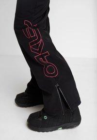 Oakley - HOURGLASS SOFTSHELL PANT - Ski- & snowboardbukser - blackout - 3