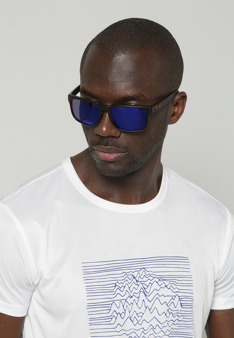 Oakley - HOLBROOK - Gafas de sol - matte black/positive red iridium