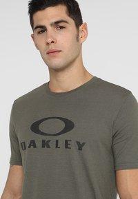 Oakley - BARK - T-Shirt print - dark brush - 4