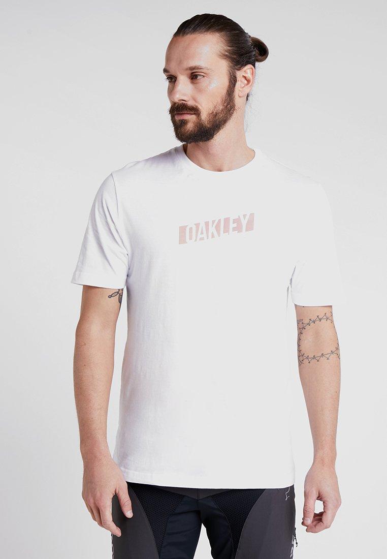 Oakley - RISE UP TEE - T-Shirt print - white