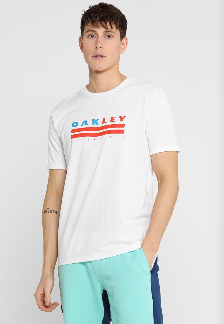 Oakley - CALIFORNIA TEE - Camiseta estampada - white