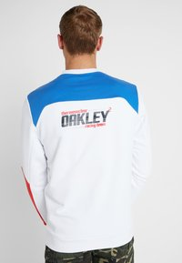 Oakley - RACING TEAM CREWNECK - Sweatshirt - white - 2