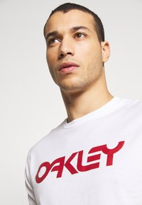 Oakley - MARK II TEE - T-Shirt print - white - 3