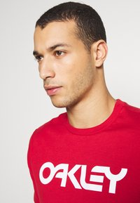 Oakley - MARK II TEE - T-Shirt print - red - 3