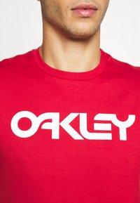 Oakley - MARK II TEE - T-Shirt print - red - 5