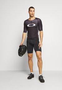 Oakley - ICON JERSEY 2.0 - T-shirts print - black - 1