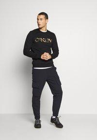Oakley - CREW - Sweatshirt - black - 1