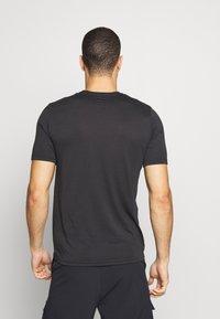Oakley - BARK NEW - T-Shirt basic - black - 2