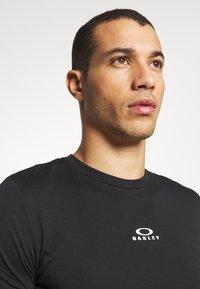 Oakley - BARK NEW - T-Shirt basic - black - 3