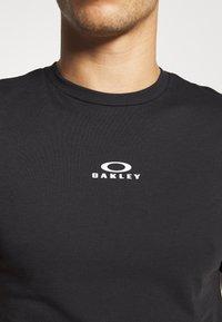 Oakley - BARK NEW - T-Shirt basic - black - 5