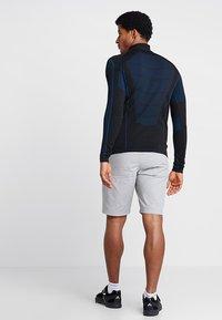 Oakley - TECHNICAL STREET SHORT - kurze Sporthose - stone gray - 2