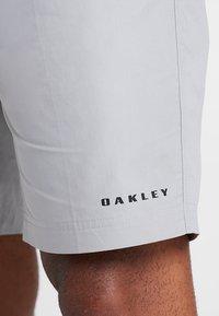 Oakley - TECHNICAL STREET SHORT - kurze Sporthose - stone gray - 3