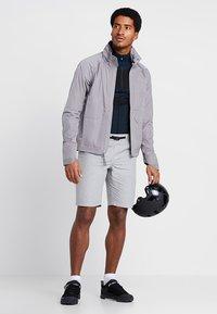 Oakley - TECHNICAL STREET SHORT - kurze Sporthose - stone gray - 1