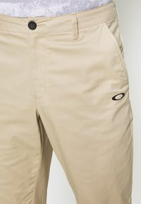 Oakley - ICON GOLF PANT - Bukser - safari - 4