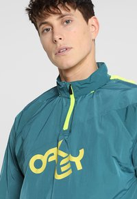 Oakley - IRIDIUM JACKET - Windbreakers - petrol - 4