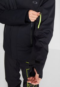 Oakley - CRESCENT JACKET - Snowboardjas - blackout - 7