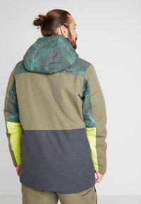 Oakley - REGULATOR INSULA - Snowboardjacka - dark brush - 2