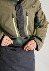 Oakley - REGULATOR INSULA - Snowboardjacka - dark brush - 4