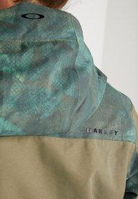 Oakley - REGULATOR INSULA - Snowboardjacka - dark brush - 7