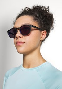 Oakley - LATCH - Sonnenbrille - latch matte black /prizm violet - 2