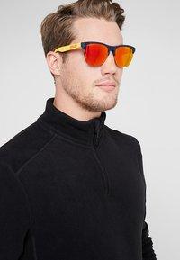 Oakley - FROGSKINS LITE - Sonnenbrille - ruby - 1