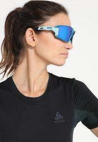 Oakley - FIELD  - Sonnenbrille - prizm sapphire - 2