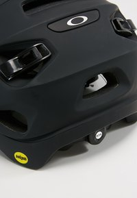 Oakley - DRT5  EUROPE - Helm - blackout - 6