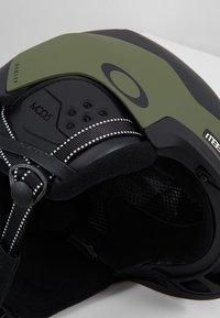 Oakley - MOD5 EUROPE - Kask - dark brush - 6