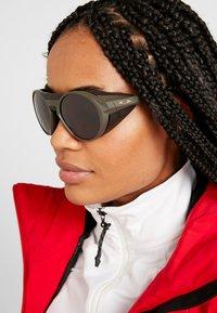 Oakley - CLIFDEN - Sonnenbrille - olive - 6