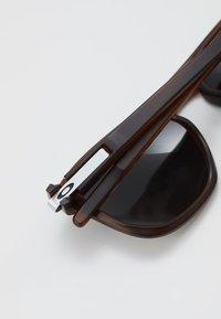 Oakley - LATCH BETA - Sunglasses - dark red - 4