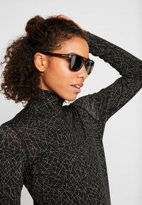 Oakley - LATCH BETA - Sunglasses - dark red - 2