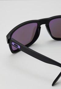 Oakley - HOLBROOK - Sonnenbrille - matte black/violet - 4