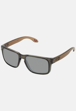 HOLBROOK - Sunglasses - translucent grey smoke