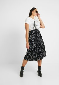 Oasis Curve - SPOT PLEATED SKIRT - A-line skjørt - black - 1