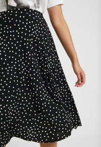 Oasis Curve - SPOT PLEATED SKIRT - A-line skjørt - black - 4