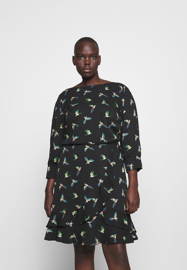 CURVE TAJO BIRD SHIRRED CUFF SKATER - Sukienka letnia - multi black