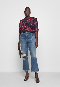 Oasis Curve - FLORAL RUCHED SLEEVE TEE - Blouse - multi/blue - 1