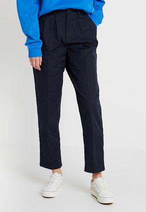 STATIC BAGGY PANT - Pantalones - dark indigo