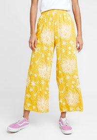 Obey Clothing - ANNETTE PANT - Broek - mustard multi - 0