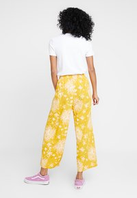 Obey Clothing - ANNETTE PANT - Broek - mustard multi - 2